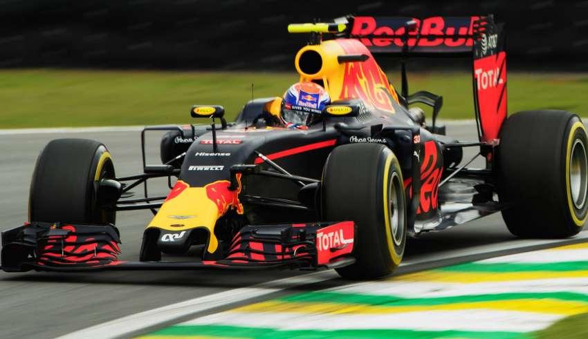 max-verstappen-red-bull-rb12-tag-heuer-brazilian-gp-f1-2016-foto-red-bull-soft-pirelli