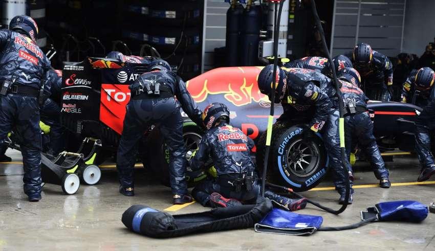 red-bull-verstappen-pitstop-brazil-gp-f1-2016-foto-pirelli