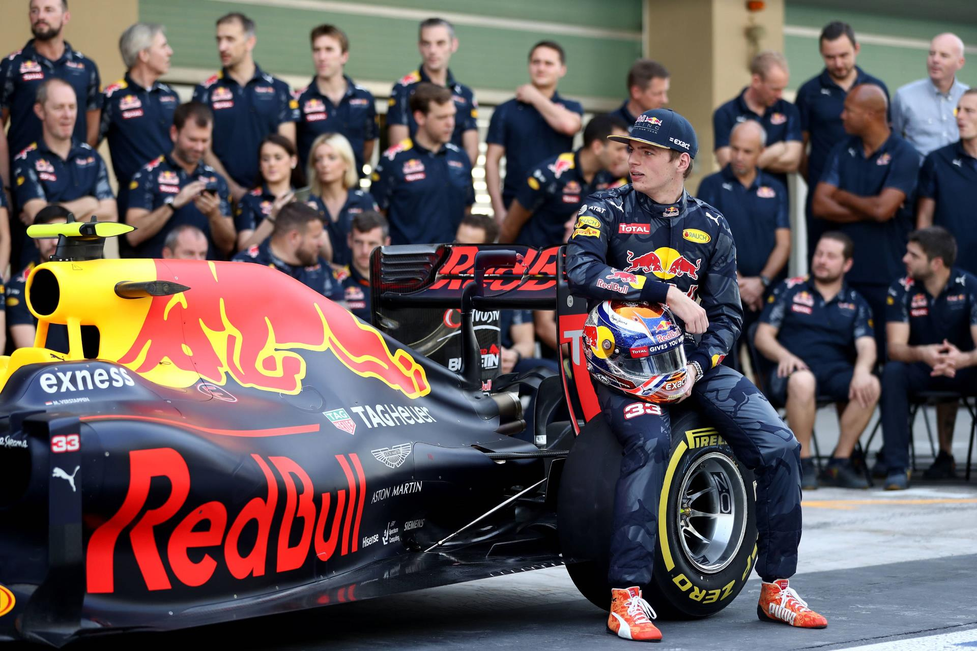red-bull-racing-abu-dhabi-team-photo-2016-foto-red-bull
