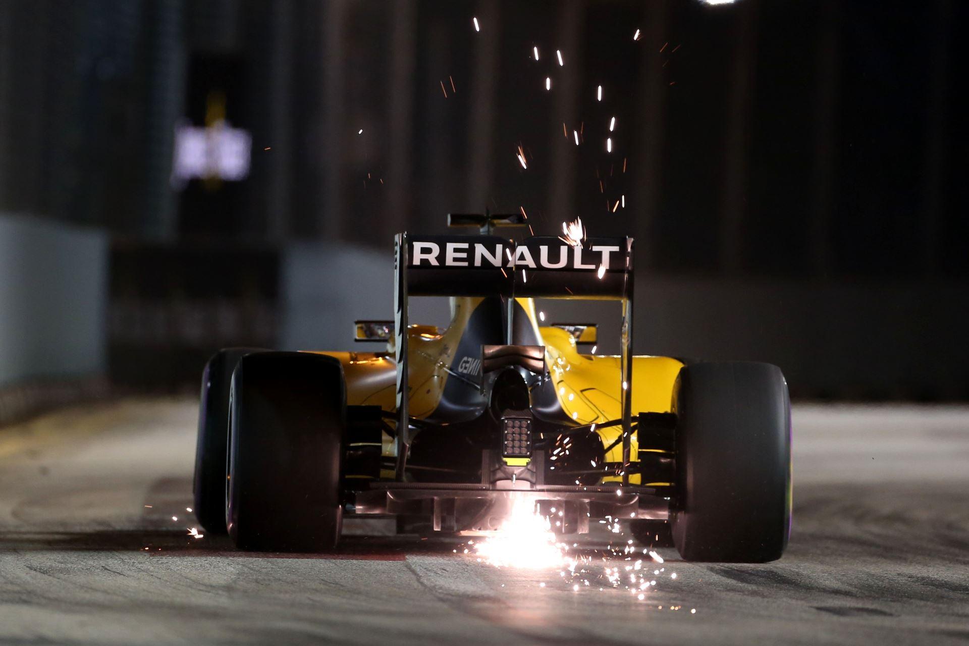 Kevin Magnussen Renault RS16 Singapore sparks Foto Renault