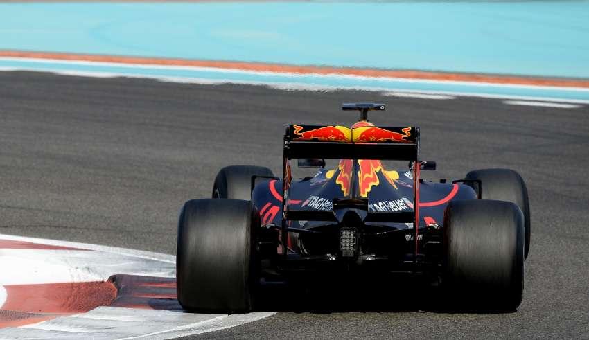 Red Bull RB11 Abu Dhabi F1 2017 tyre test