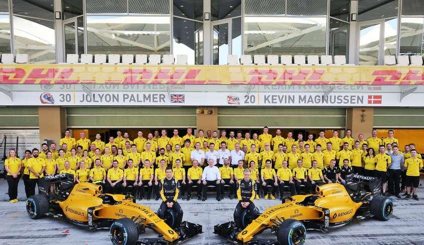 Renault F1 2016 team picture pit lane Foto Renault