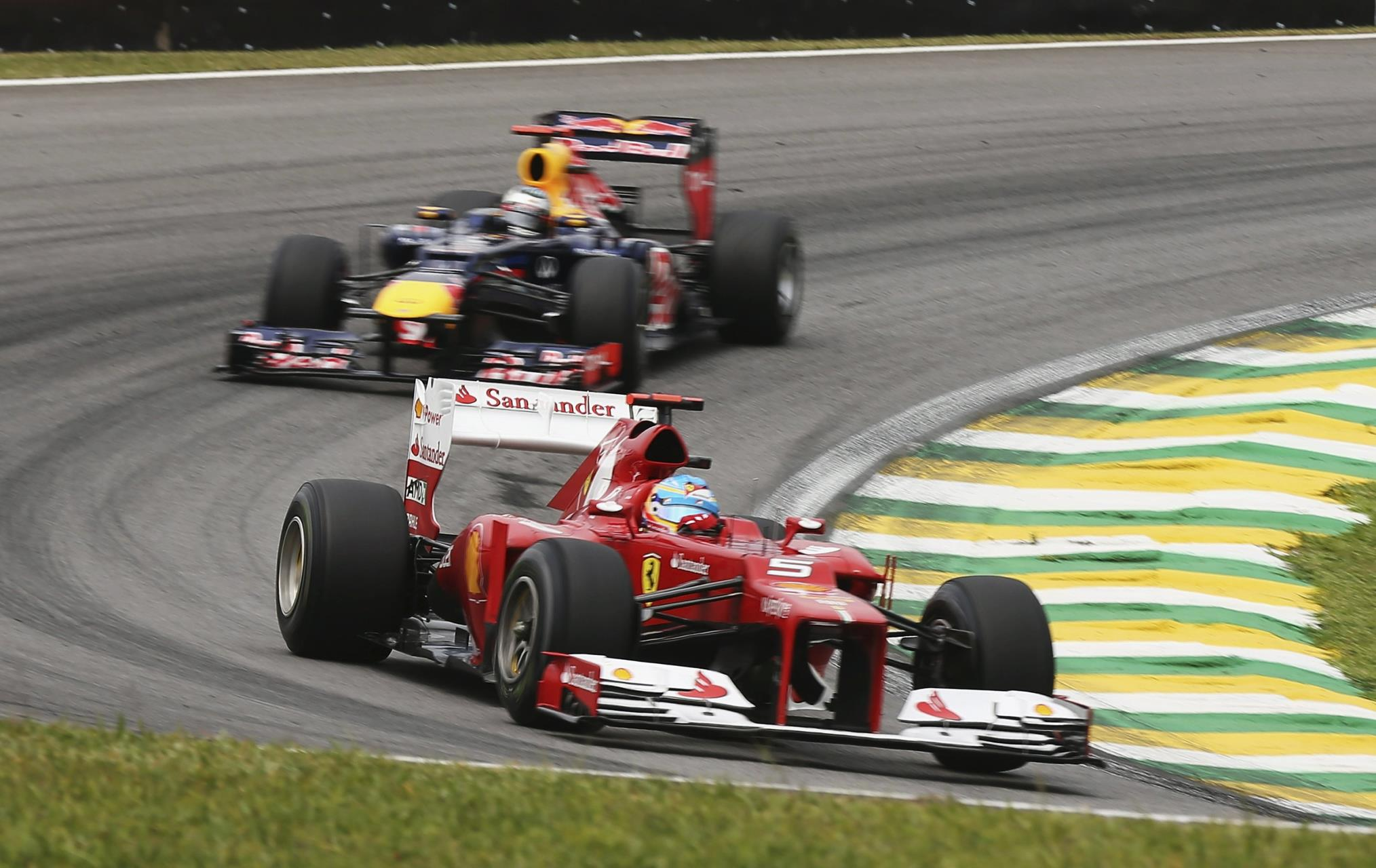 Alonso leads Vettel Brazil F1 2012 Foto Red Bull