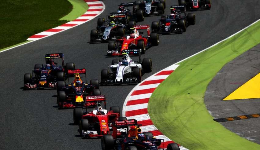 Spanish GP F1 2016 start Foto Red Bull