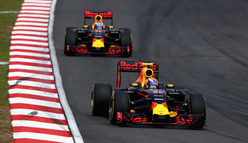 Verstappen leads Ricciardo Malaysian GP F1 2016 Foto Red Bull