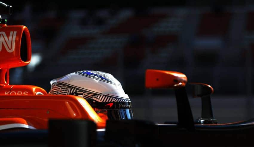 Alonso McLaren MCL32 helmet side close Foto McLaren