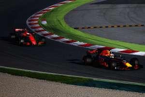 Red Bull leads McLaren Barcelona testing Foto Red Bull