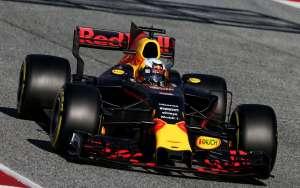 Ricciardo Red Bull RB13 test Barcelona soft Foto XPB