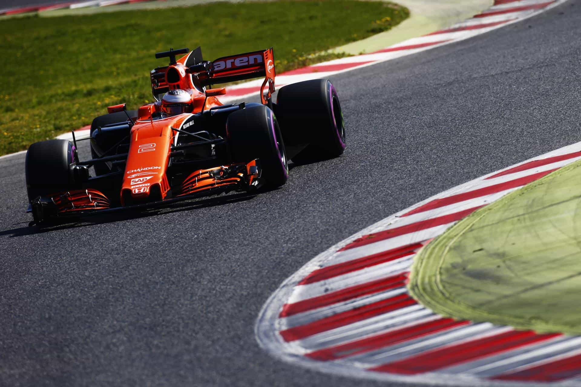 Vandoorne McLaren Honda MCL32 ultrasoft Barcelona testing F1 2017 Foto McLaren