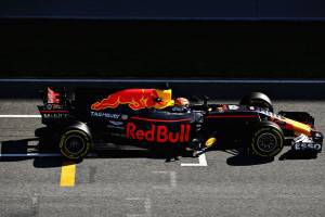 Verstappen Red Bull RB13 Barcelona F1 2017 test start finish straight Foto Red Bull