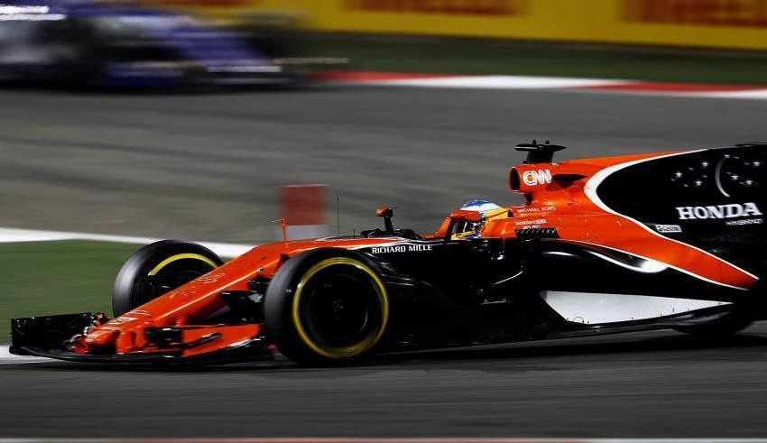 Alonso Bahrain F1 2017 right corner Foto McLaren