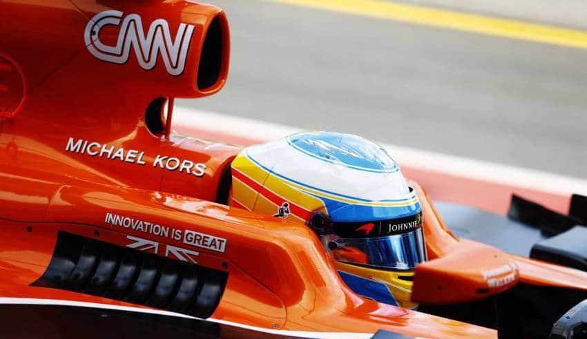 Alonso McLaren Honda MCL32 close up helmet Foto McLaren
