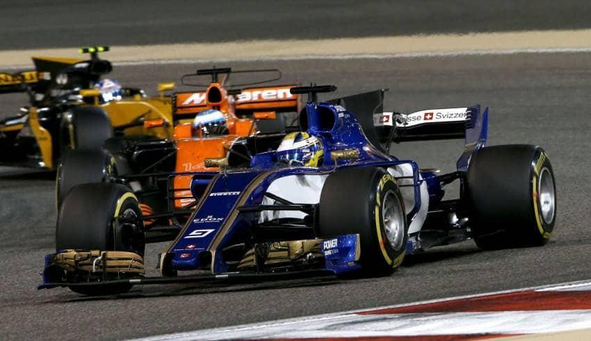 Ericsson leads Alonso Bahrain F1 2017 Foto Sauber