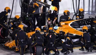 Fernando Alonso McLaren Honda MCL32 pitstop FOto McLaren