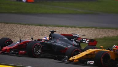 Grosjean Haas passes Hulkenberg Renault Chinese GP F1 2017 Foto Haas