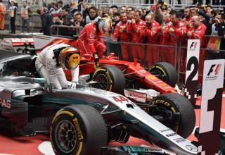 Hamilton Vettel CHinese GP F1 2017 parc ferme FOto Daimler