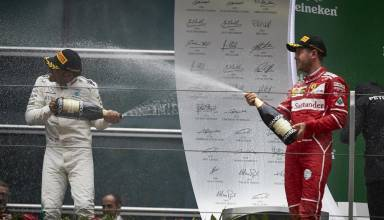 Hamilton Vettel Chinese GP F1 2017 after race podium champagne shower Foto Daimler