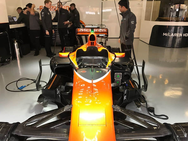 McLaren-MCL32-Chinese-GP-F1-2017-garage-shot floor slot illustration MAXF1net
