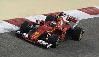 Raikkonen Ferrari SF70H Bahrain GP F1 2017 night Foto Ferrari