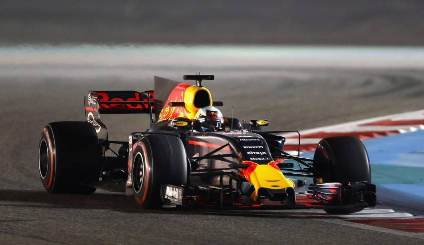 Ricciardo Red Bull RB13 Bahrain GP F1 2017 Foto Red Bull
