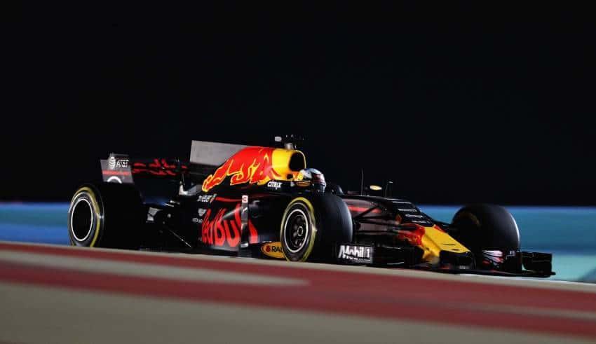 Ricciardo Red Bull RB13 Bahrain GP F1 2017 race Foto Red Bull