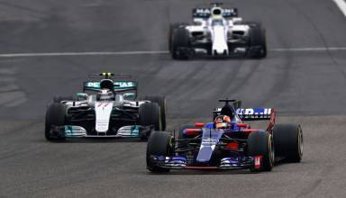 Sainz leads Bottas and Massa Chinese GP F1 2017 Foto Red Bull