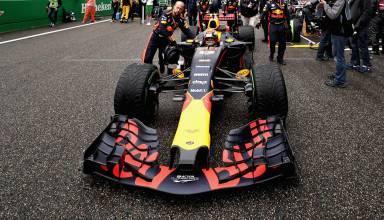 Verstappen RB13 CHinese GP F1 2017 grid foto Red Bull