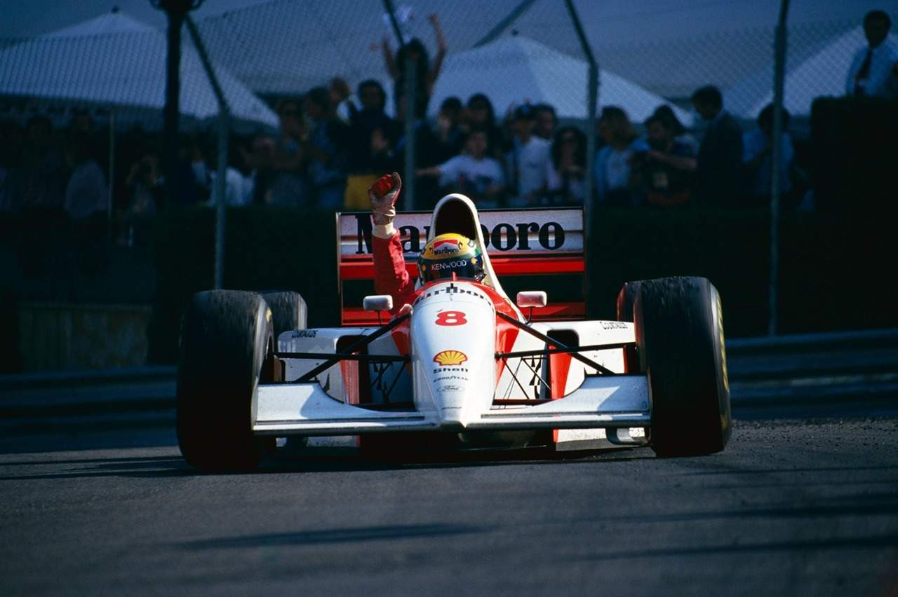 Ayrton-Senna-Monaco-F1-1993-victory-celebration-fist-up