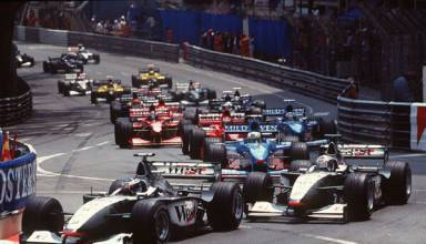 Hakkinen leads COulthard Monaco GP F1 1998 Foto McLaren