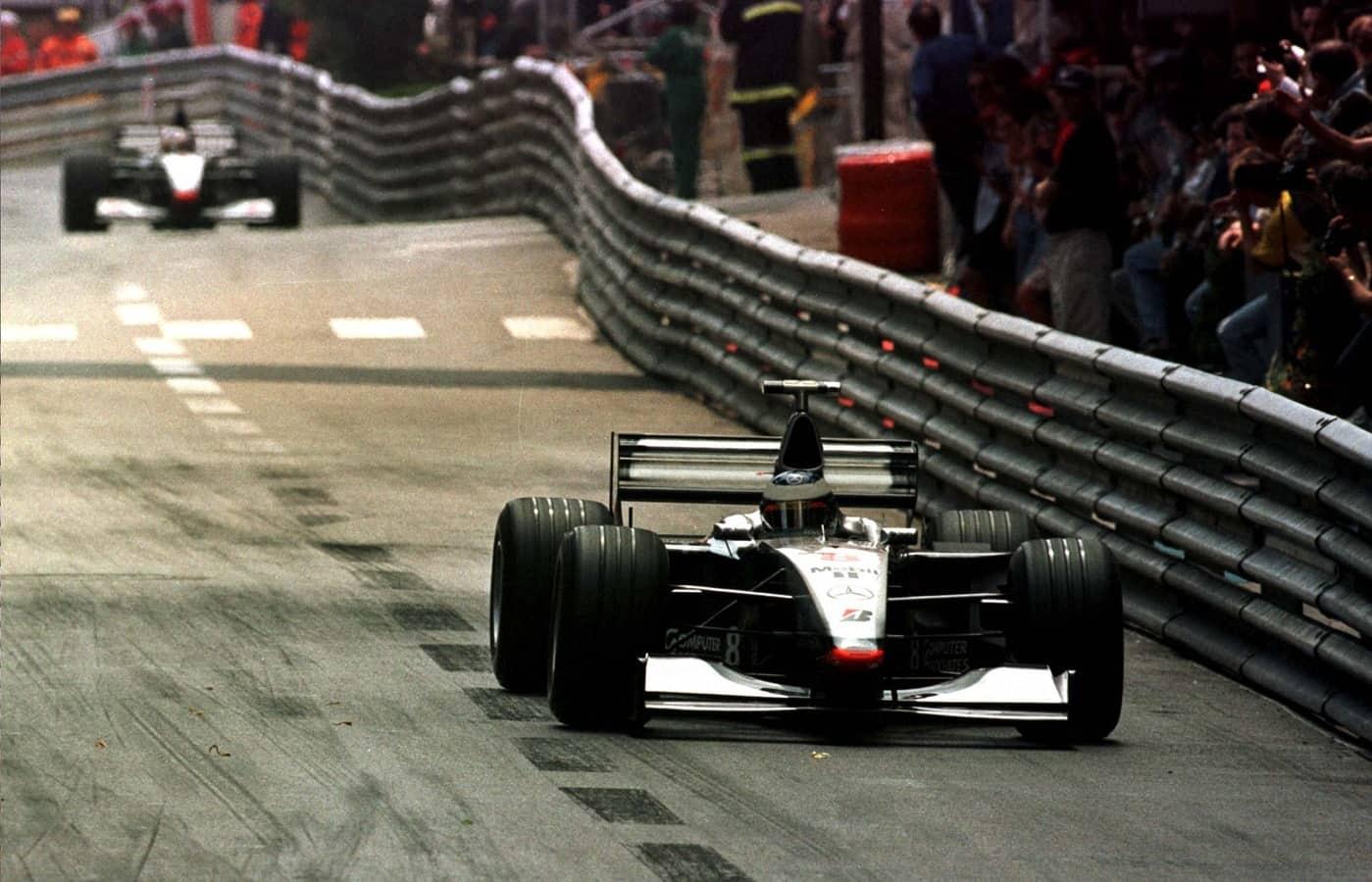 Hakkinen leads COulthard Monaco GP F1 1998 race Foto McLaren