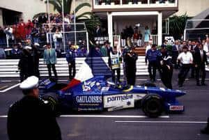 Panis Ligier Monaco F1 1996 cvelebrates victory with french flag Foto Typewriter