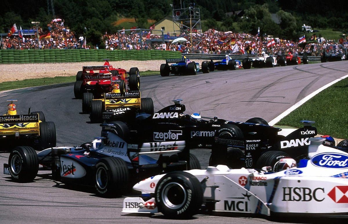 Austrian GP F1 1998 Coulthard spins Photo Twitter