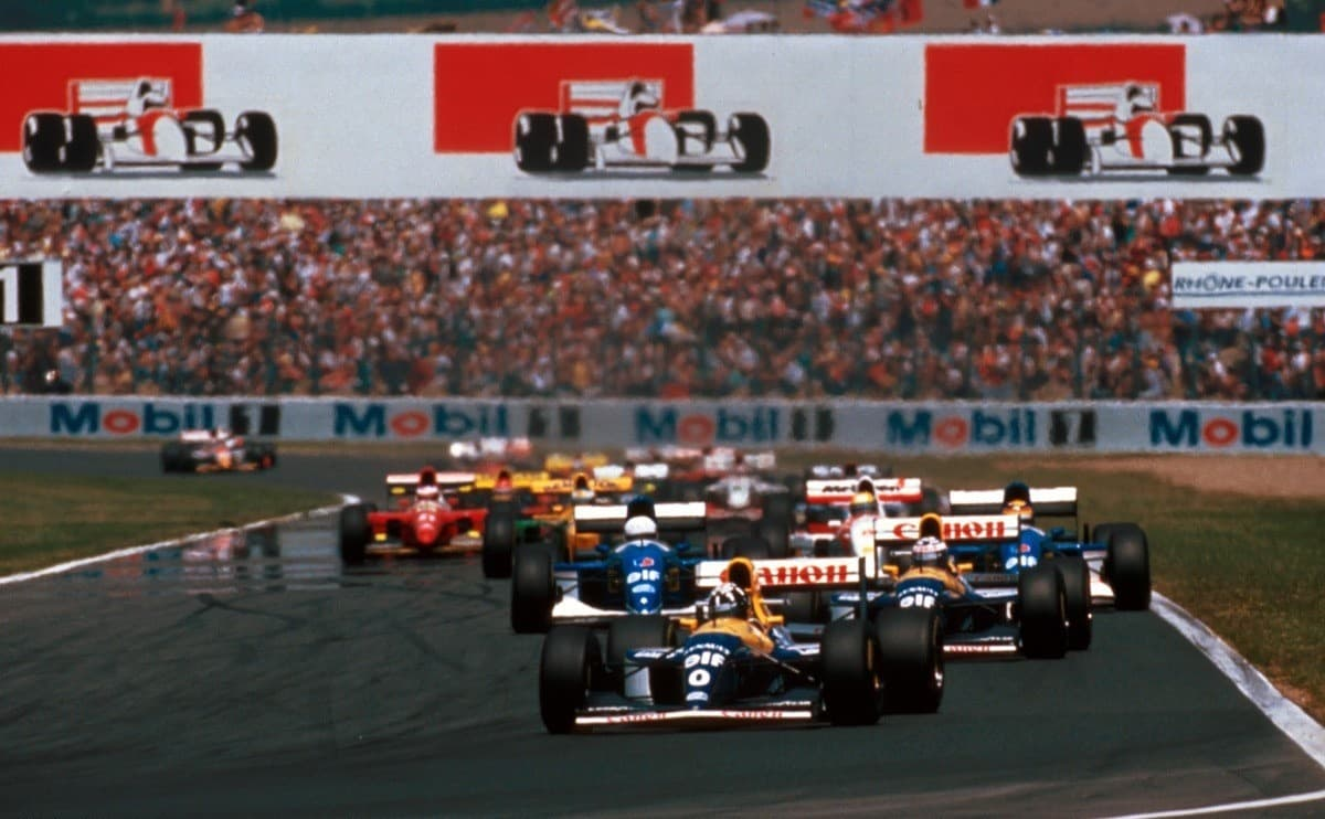 Damon Hill leads Alain Prost French GP F1 1993 Photo Itsawheelthing