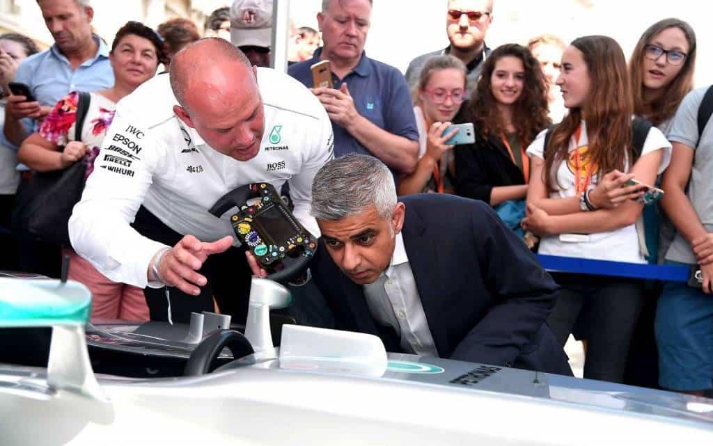 Mayor-of-London-Sadiq-Khan-looks-at-a-Mercedes-AMG-Showcar-at-the-F1-Live-London-event-in-Trafalgar-Square Photo F1