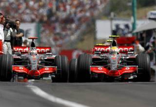 Hamiton Alonso McLaren MP4-22 Hungarian GP F1 2007 Photo LAT