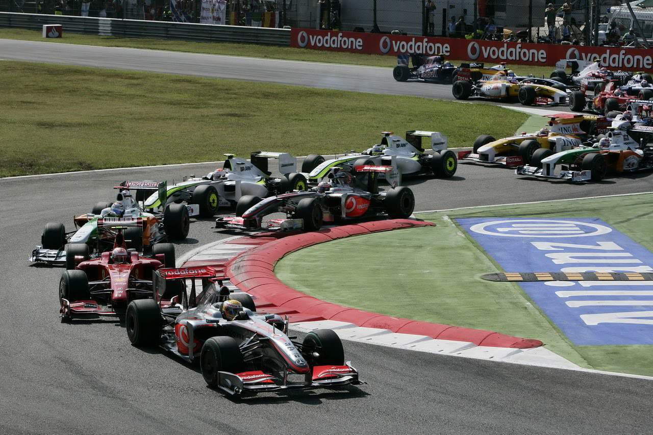 Italian GP F1 2009 start Monza Photo McLaren