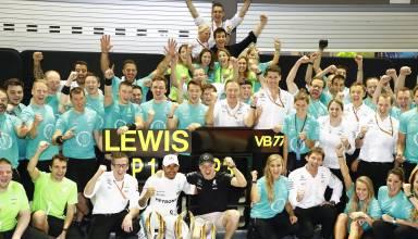 Mercedes Singapore F1 2017 team celebration Photo Daimler