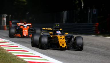 Palmer-leads-Alonso-Italian-GP-Monza-F1-2017-Photo-Renault