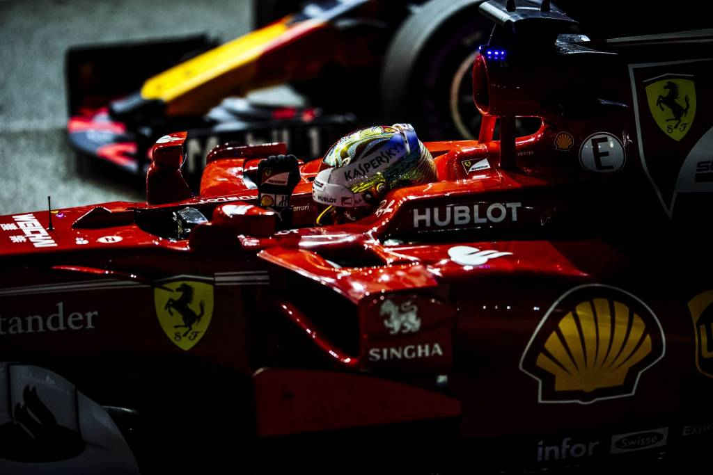 Vettel Ferrari Singapore F1 2017 parc ferme post qualy Photo Ferrari