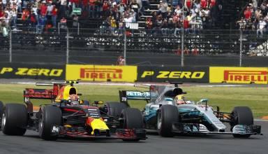 Verstappen battles with Hamilton Mexican GP F1 2017 Photo Daimler
