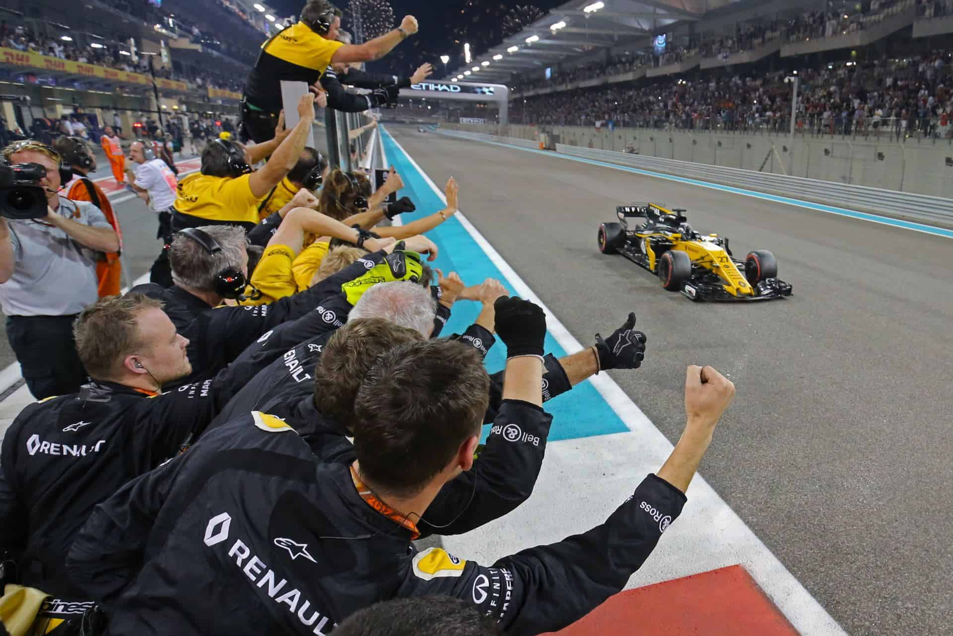 Hulkenberg Abu DHabi F1 2017 celebrating sixth place Photo Renault