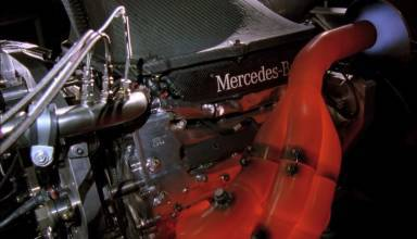 Mercedes V8 engine hot exhaust