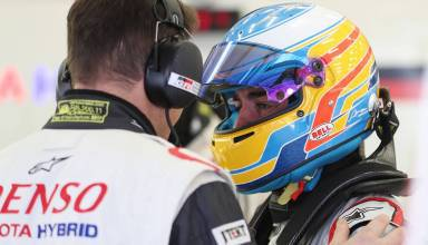 Alonso Toyota WEC 2017 test TS050 Hybrid in garage helmet on Photo WEC FIA