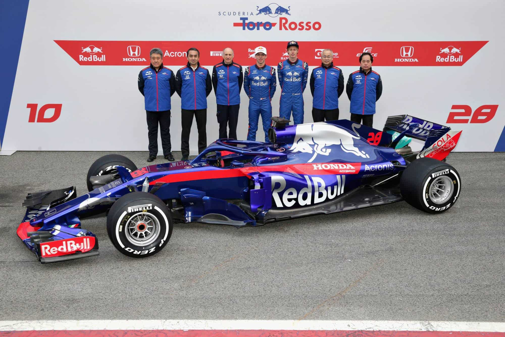 Toro Rosso Honda STR13 Barcelona F1 2018 launch side team