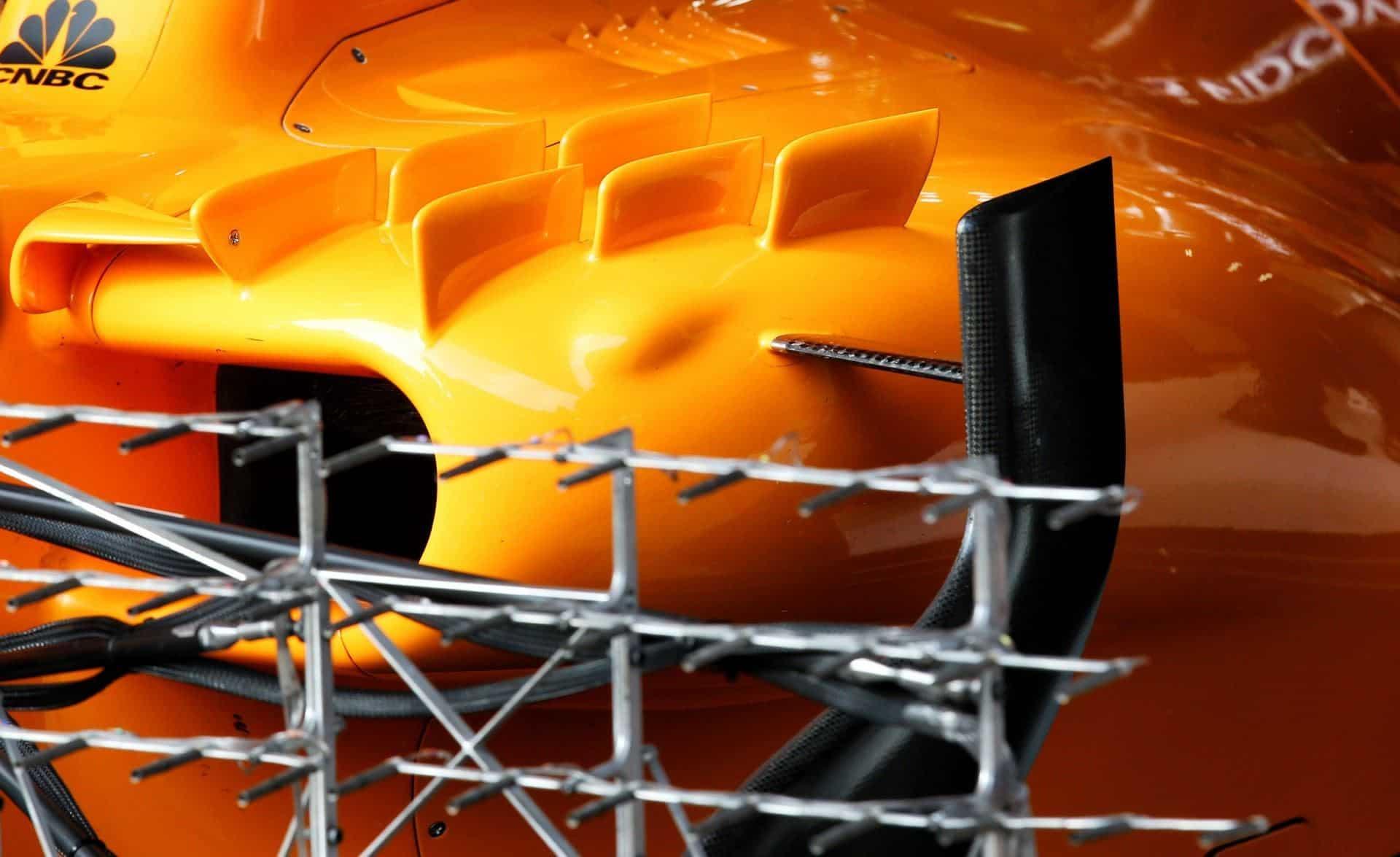 Vandoorne McLaren MCL33 Barcelona F1 2018 testing sidepod close
