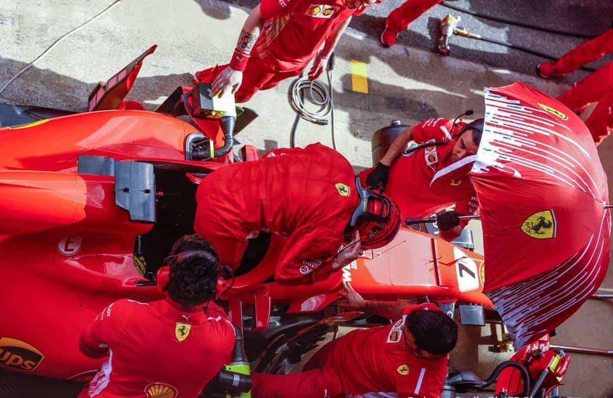 Kimi Raikkonen Ferrari F1 2018 SF71H top umbrella