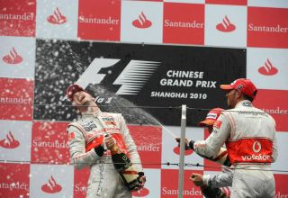 Chinese GP F1 2010 podium Hamilton Button McLaren champagne