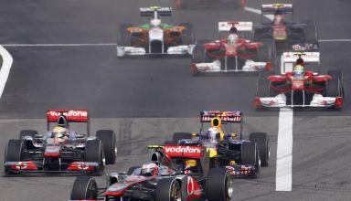 Chinese GP F1 2011 start of the race Button leads Vettel Hamilton Photo RTLde
