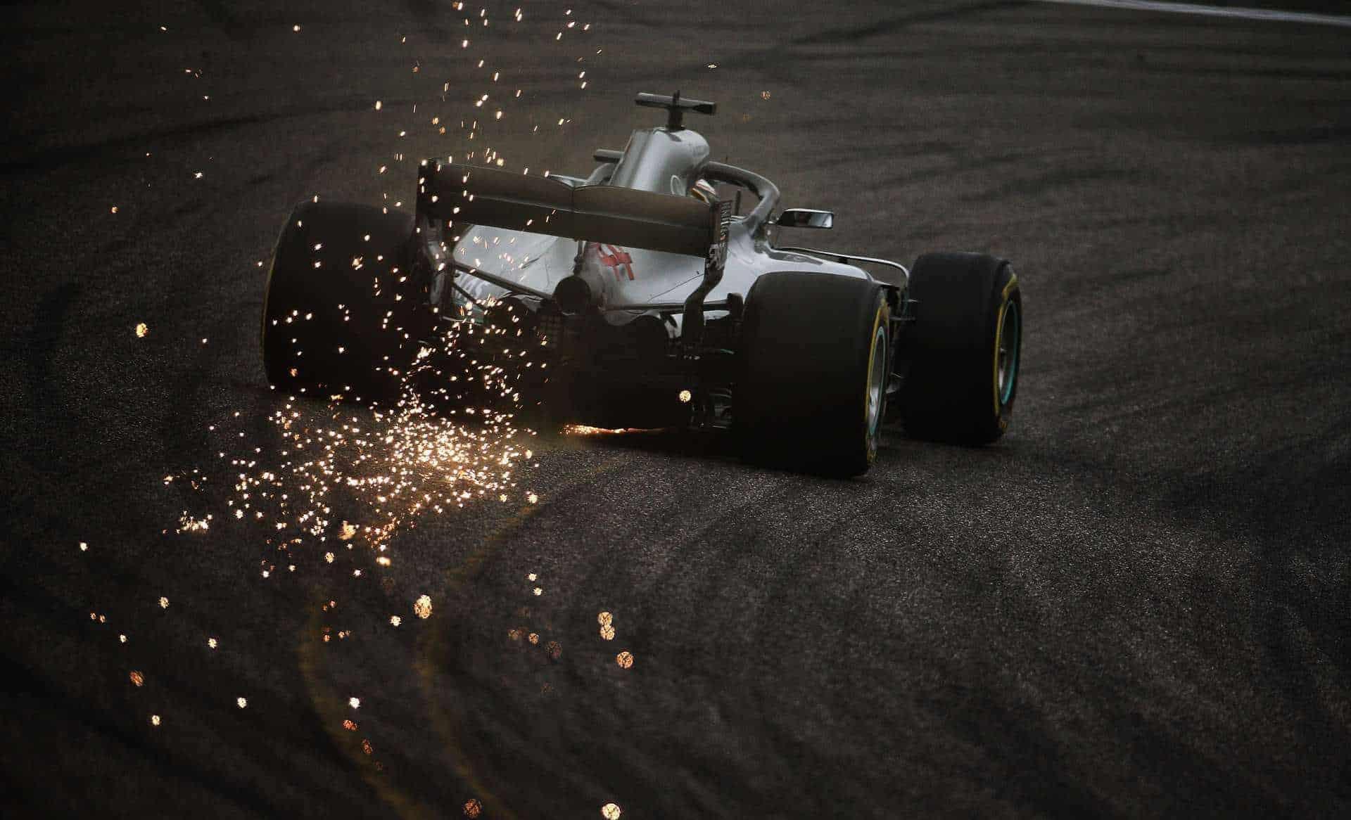 Lewis Hamilton Chinese GP F1 2018 sparks Mercedes W09 Photo Daimler