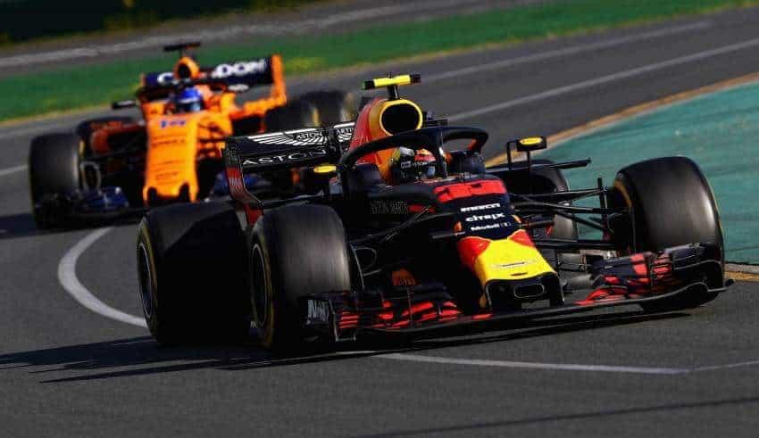 Max Verstappen leads Fernando Alonso Australian GP F1 2018 Photo Red Bull